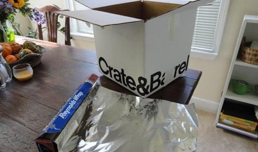 Caja de cartón y papel de aluminio para jaula de Faraday.